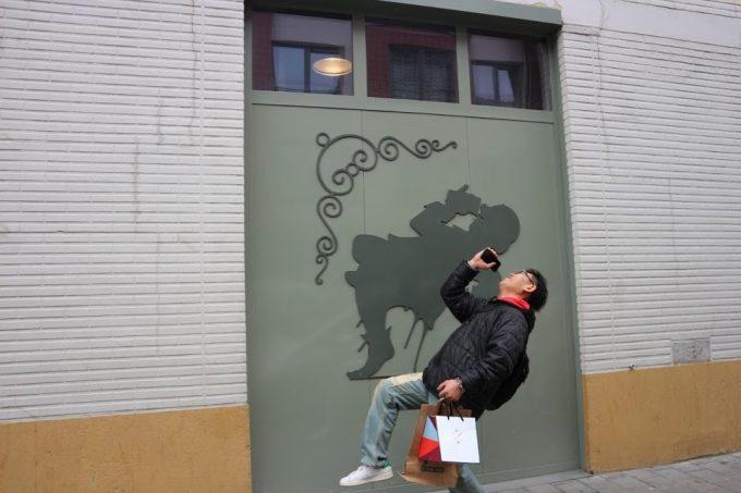 壁画に合わせ記念撮影(笑)