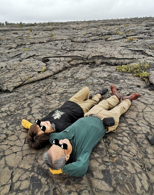 溶岩の上で岩盤浴!