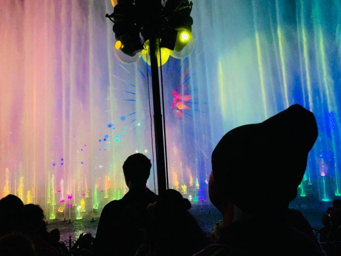 噴水とウォータースクリーンなどの演出がすごい「ワールド・オブ・カラー」