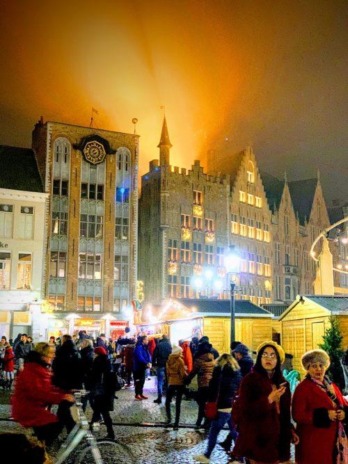 夜のクリスマスマーケットの雰囲気を満喫♪