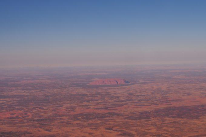 飛行機から見たウルル