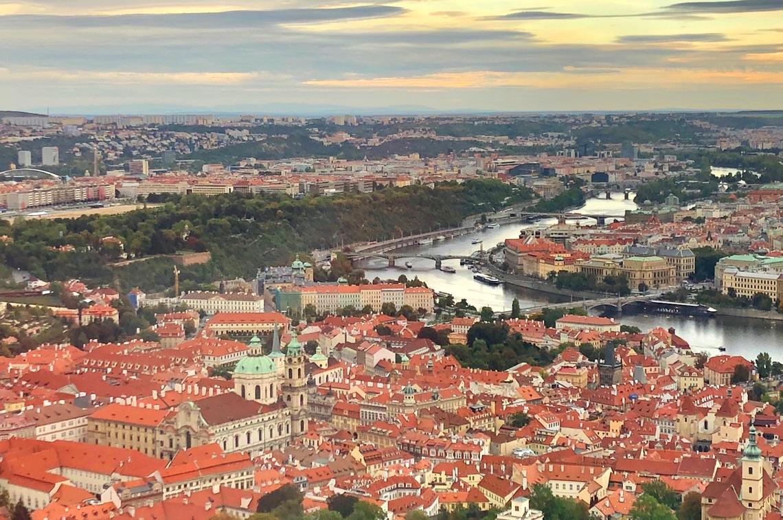 「ペトシーン公園」展望台からの美しいプラハの街並み