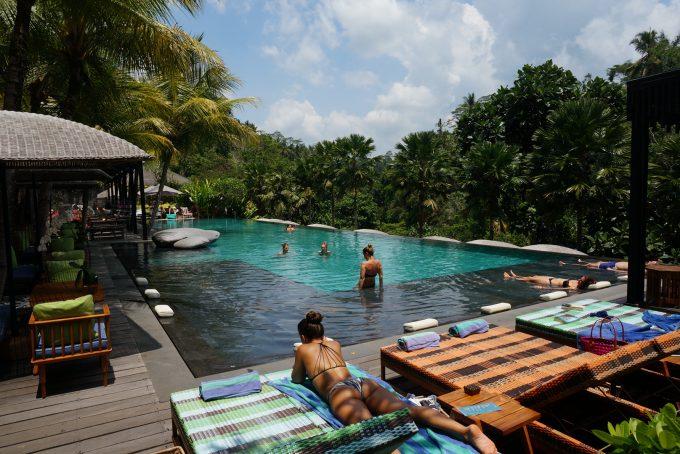 ホテル併設のプール&レストラン「Jungle Fish Bali 」