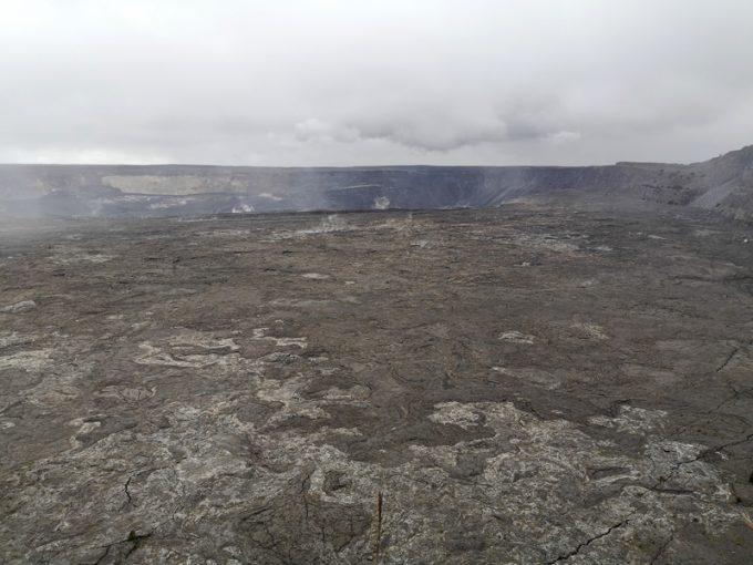 巨大なハレマウマウ火口