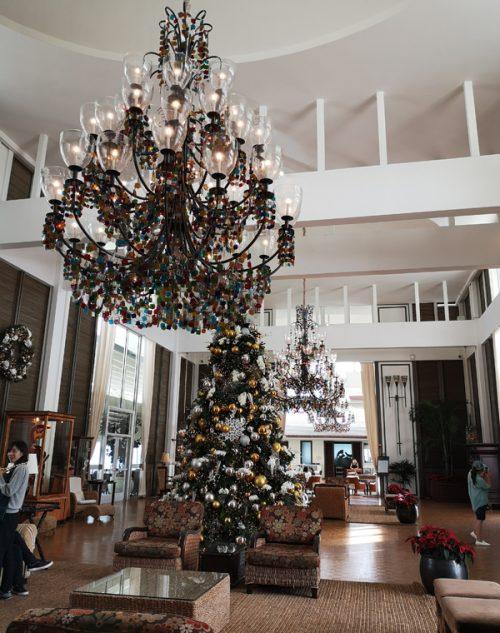 「ザ・カハラ・ホテル & リゾート」のフロントロビー