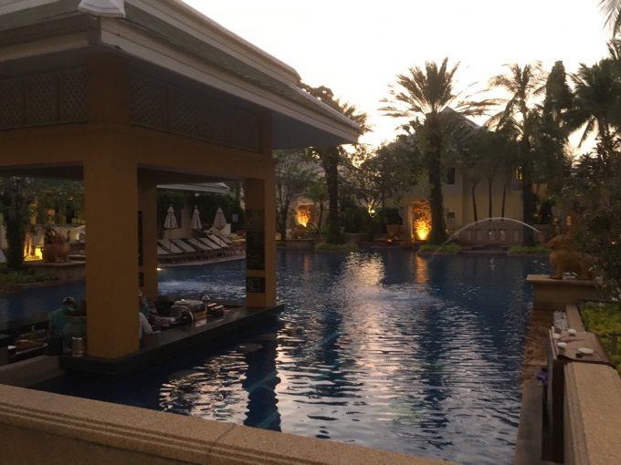 ホリデイインリゾートのプール、息子が3日間でたくさん泳げるように。