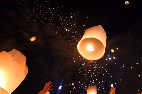 想像以上の絶景・感動が待っていた「コムローイ祭り」