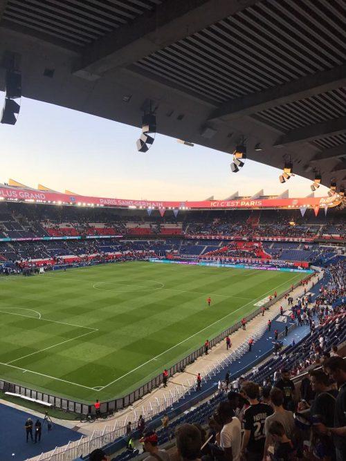 パルクデプランススタジアムにて、パリ・サンジェルマンの試合