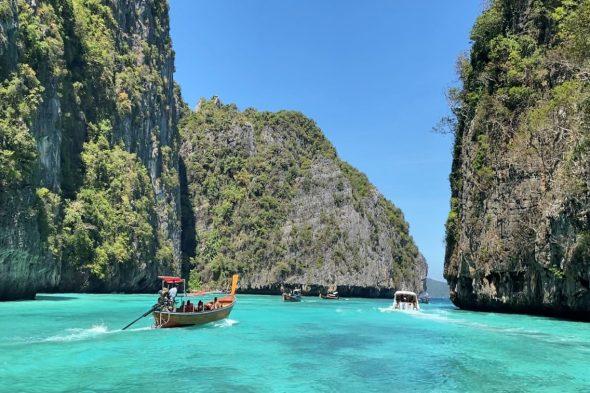ピピ島、透き通る海