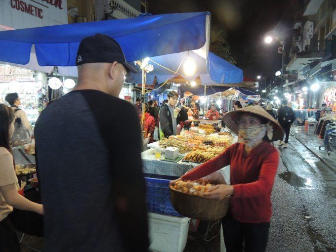 ハノイのローカルな市場
