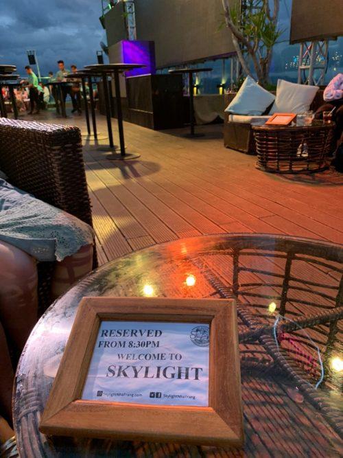 5つ星ホテルの屋上にあるクラブ&バー「スカイライト」