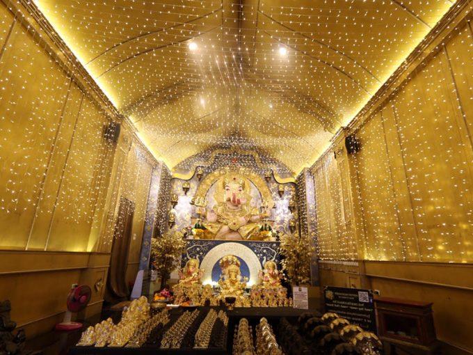 寺院の内部の美しい装飾
