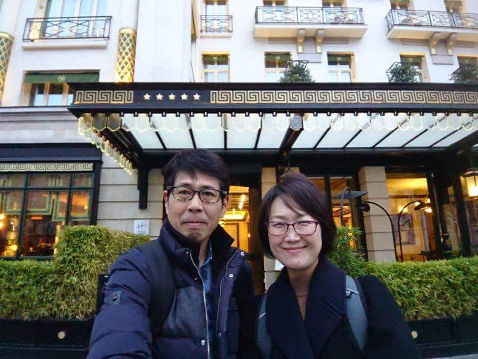ナポレオンホテル前にて