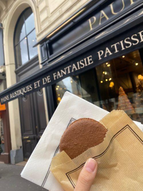ルーブル美術館からオペラガルニエへの移動中に見つけたパン屋
