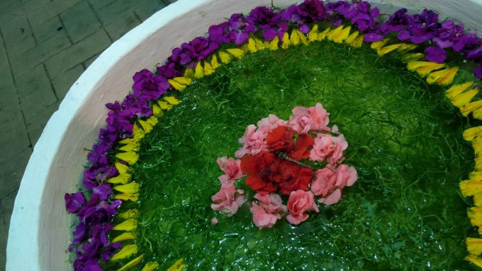 バリコレクション内にあったお花のオブジェ(真ん中にトンボが止まってます(^^))
