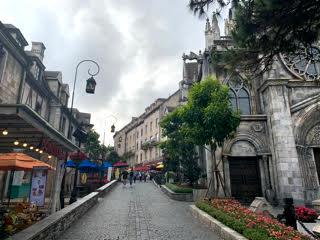 「バナヒルズ」中世の街並みが再現されていました。