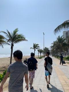 ミーケビーチを散策