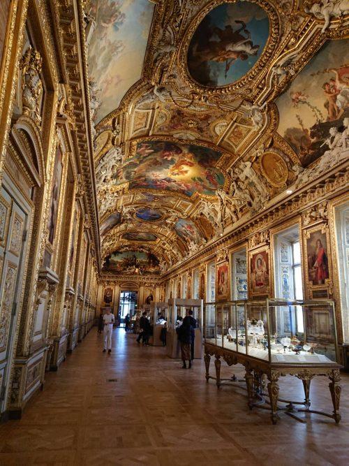 豪華絢爛なルーブル美術館