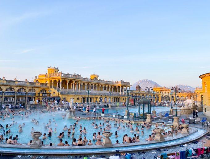 ヨーロッパ最大の温泉「セーチェニ温泉」