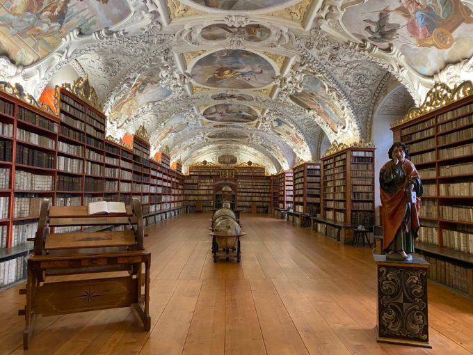 ストラホフ修道院図書館「神学の間」
