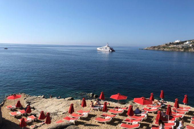 ミコノス島のホテルのプライベートビーチ