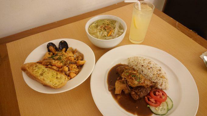 ルームサービスではフィリピンの郷土料理を楽しめました