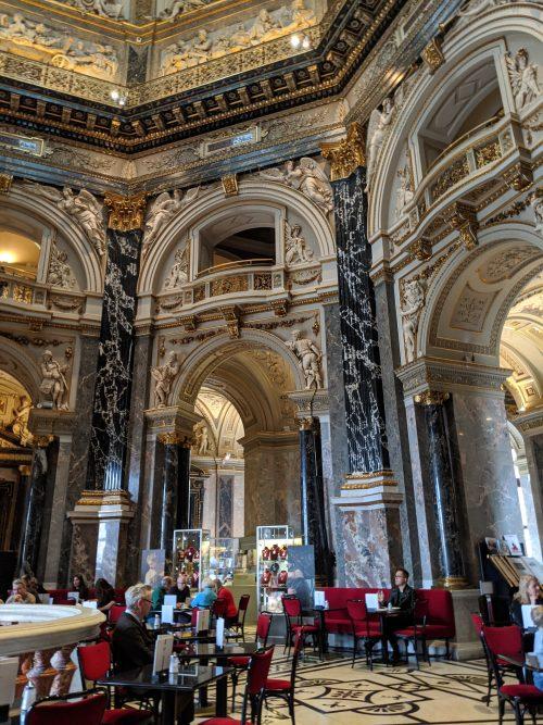 美術史美術館内のカフェ