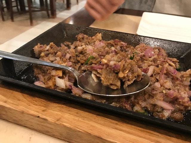 フィリピン料理「ポークシシグ」
