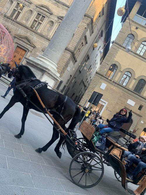 フィレンツェの街中に馬車
