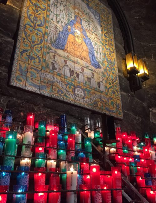 神聖な雰囲気の「モンセラット修道院」