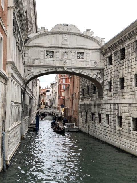 ベネチアの美しい街並みには感動しました