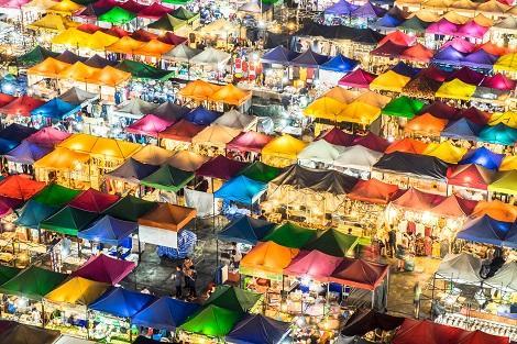 所狭しとお店が並ぶバンコクのナイトマーケット