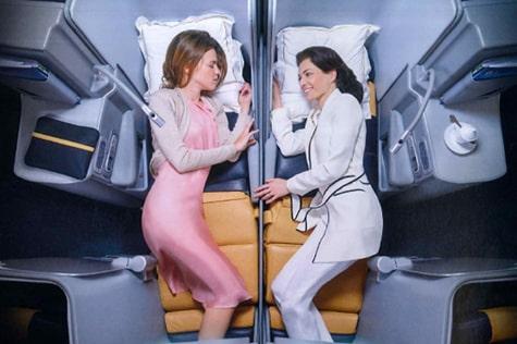 座席は、プライバシーの守られた独立型シート、またはペアシートから選択可能