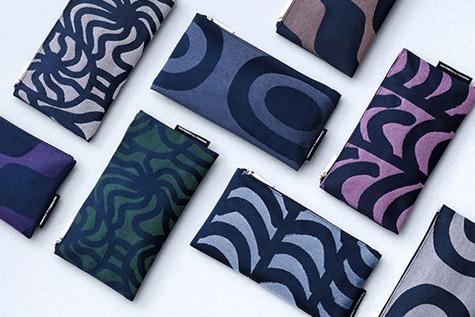 マリメッコプリントの美しいデザインのポーチ