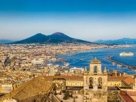 ナポリ:ヴェスヴィオ山と街並み