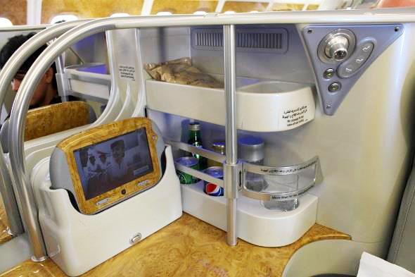 エミレーツ航空 A380 ビジネスクラス 座席のミニバー