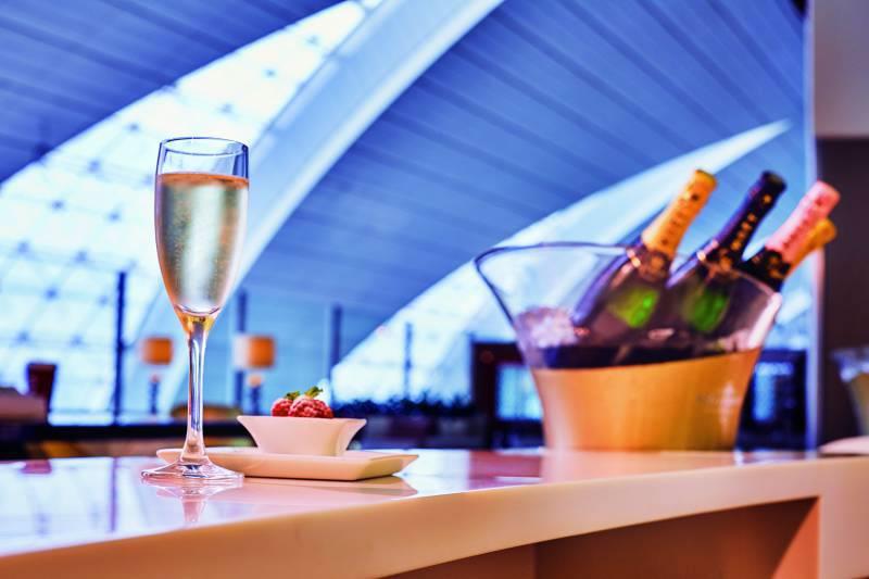 ドバイ国際空港ビジネスクラス専用ラウンジ モエ・シャンドンのシャンパンバー